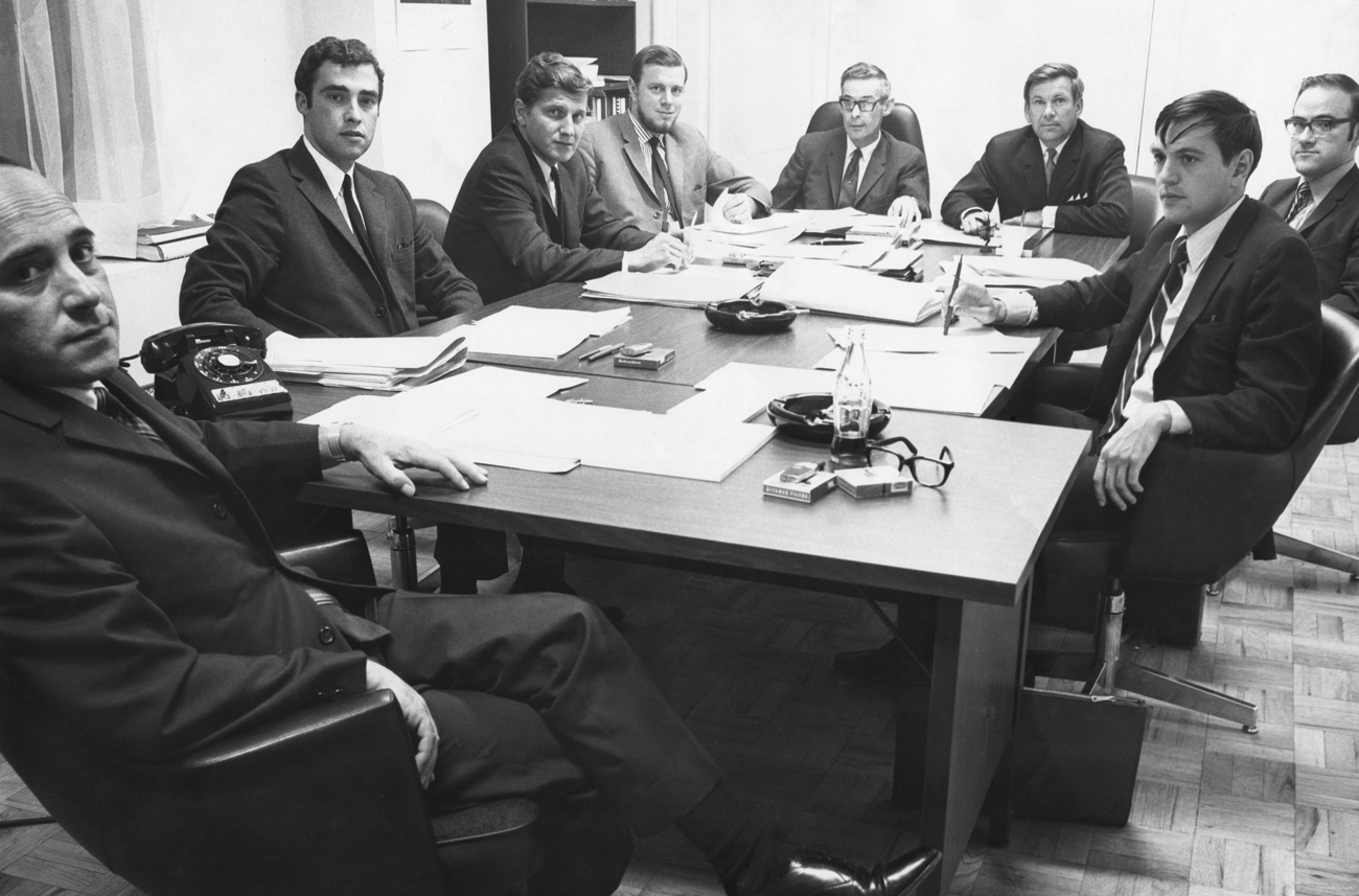 Une des premières réunions du comité exécutif de l'Université du Québec en 1969 sous la présidence de M. Alphonse Riverin. Aussi sur la photo : MM. Guy Trudeau, Pierre Martin, Gérald-A. Martin, Maurice Boisvert, Louis Berlinguet, Michel Dumas et Robert Tessier.<br /><em>Source : Archives de l'Université du Québec. Crédit : Le Soleil. Photo prise à l'UQ (1969).</em>